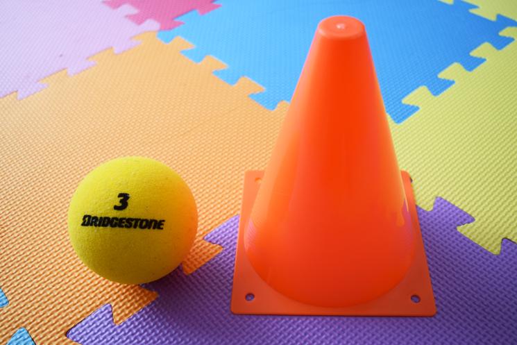 ミニコーンとスポンジボールを使った練習